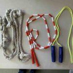 Comment savoir si une corde à sauter est à la bonne taille ?